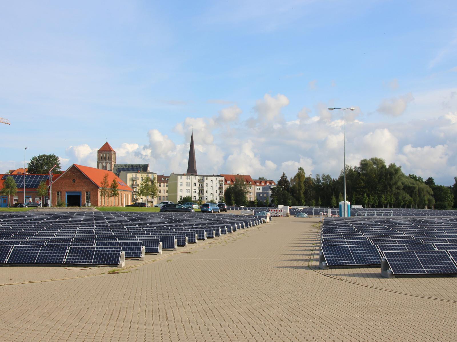 2017 - Wir nehmen die Photovoltaikanlage auf dem alten Gaswerksgelände in Betrieb
