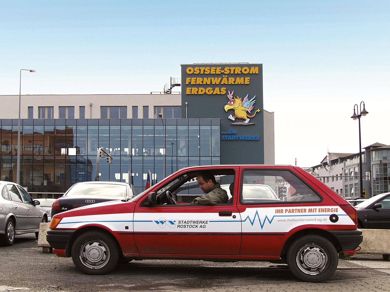 2002 - Erstmals haben wir auf unseren Fahrzeugen eine einheitliche Gestaltung