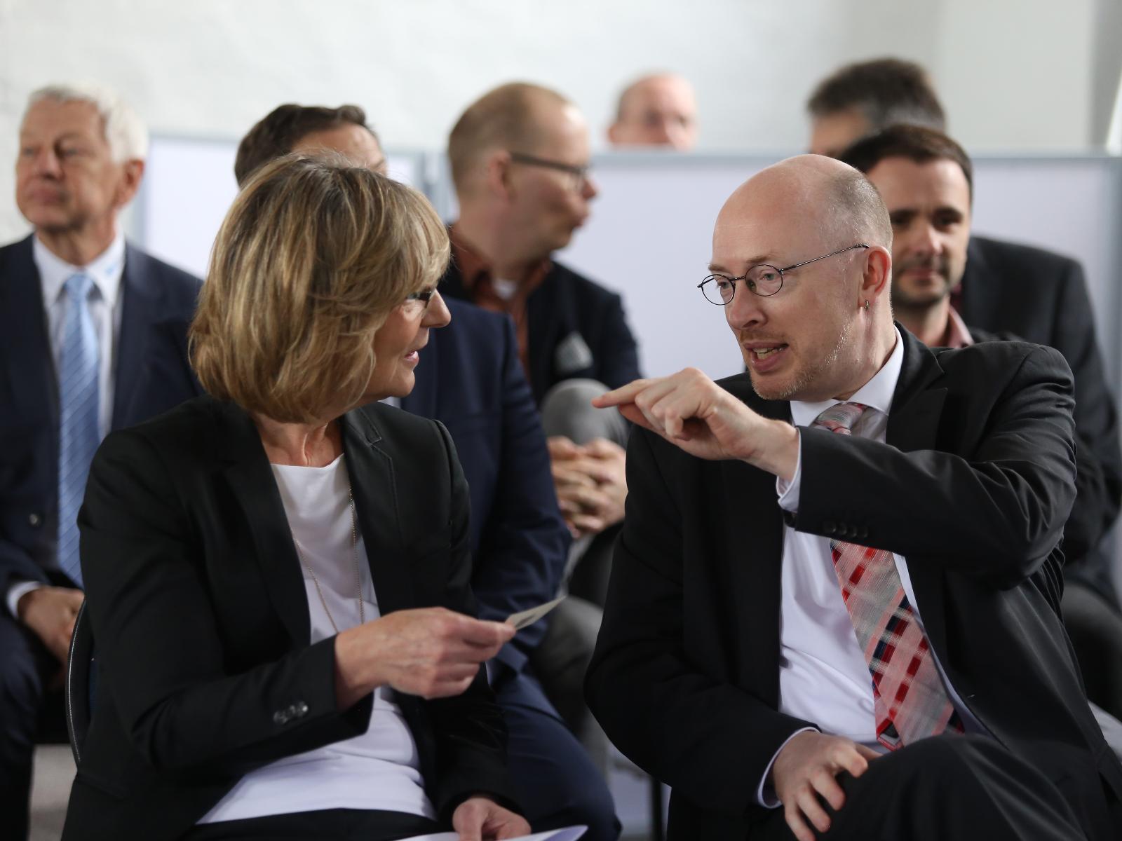 Stadtwerke-Vorstand Ute Römer und Christian Pegel, Energieminister MV