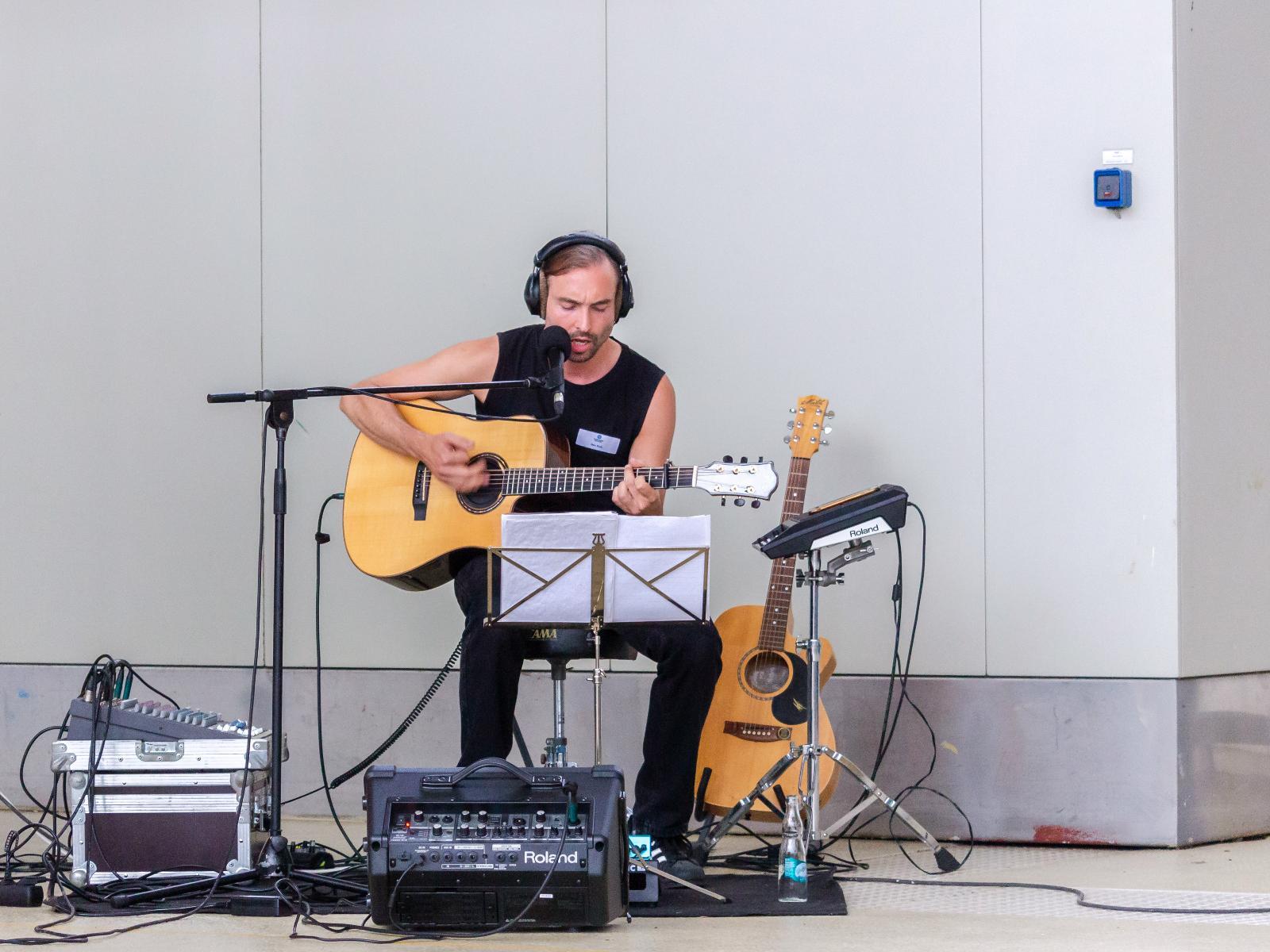 Mathias Ruck sorgt für musikalische Begleitung