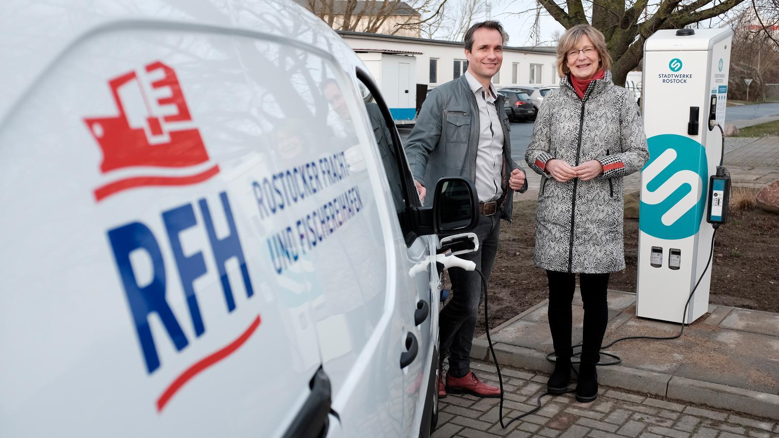 RFH-Geschäftsführer Steffen Knispel und Stadtwerke-Vorstand Ute Römer. Foto: Georg Scharnweber