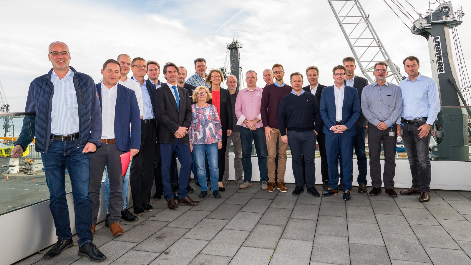 VertreterInnen aller Firmen im neuen Stadtwerke-Netzwerk. Foto: Margit Wild