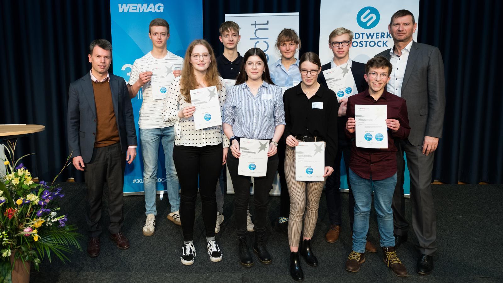 Alle Gewinner des 30. Landeswettbewerbes Jugend forscht. Foto: Margit Wild
