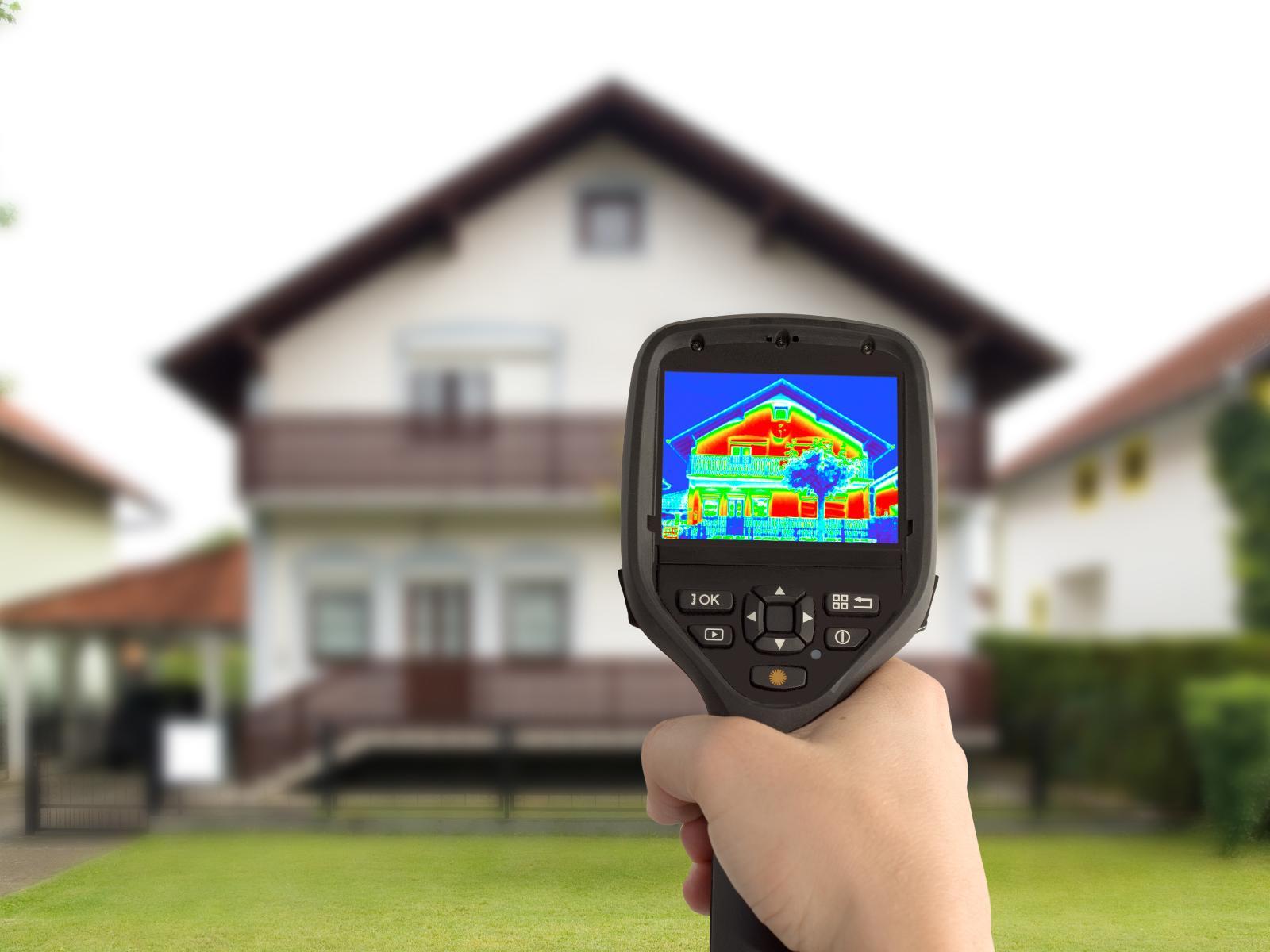 Eine Wärmebildkamera ist ein bildgebendes Gerät ähnlich einer herkömmlichen Kamera, das jedoch Infrarotstrahlung empfängt.