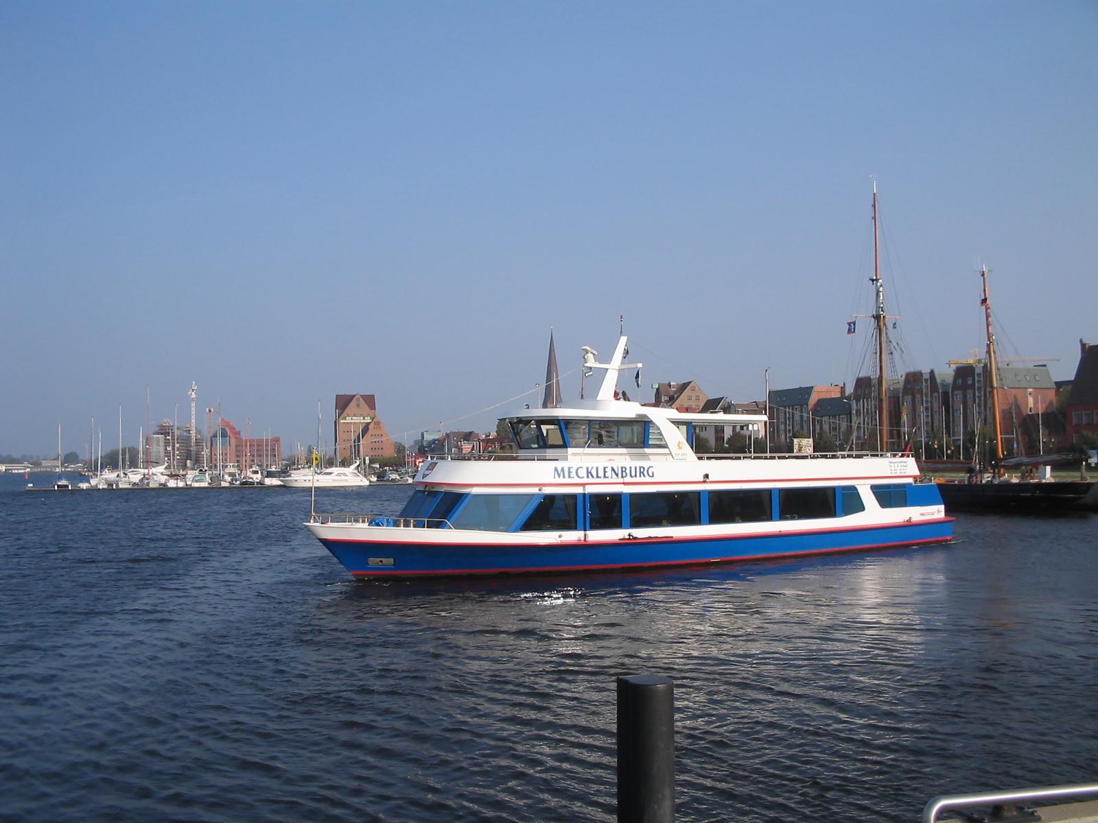 Das Fahrgastschiff