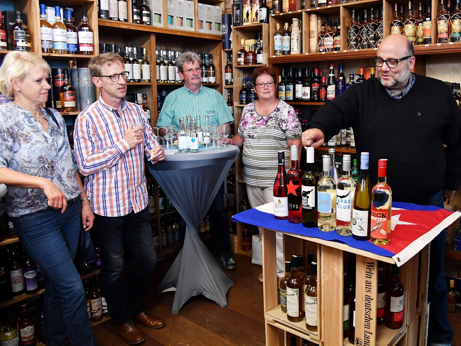 Christiane und Detlef Düwel haben nicht nur probiert, sondern auch allerhand über Wein erfahren.