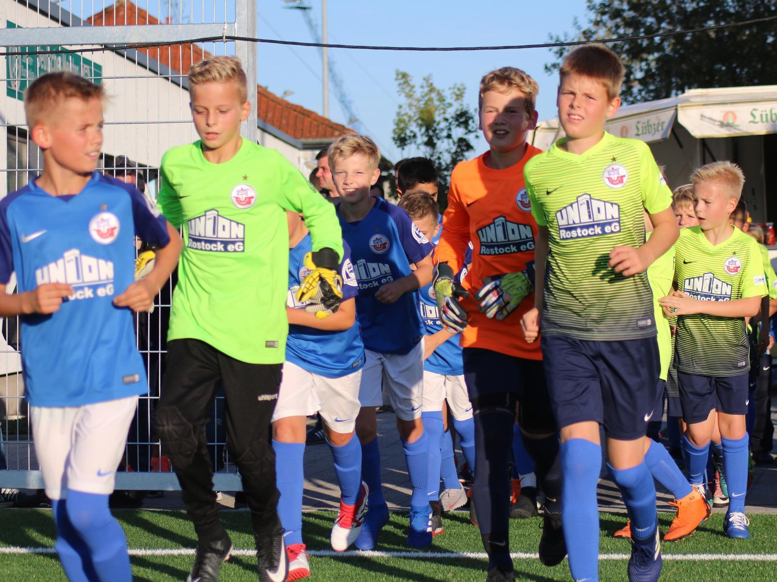 Hansa Nachwuchsakademie auf dem Weg zum Spiel