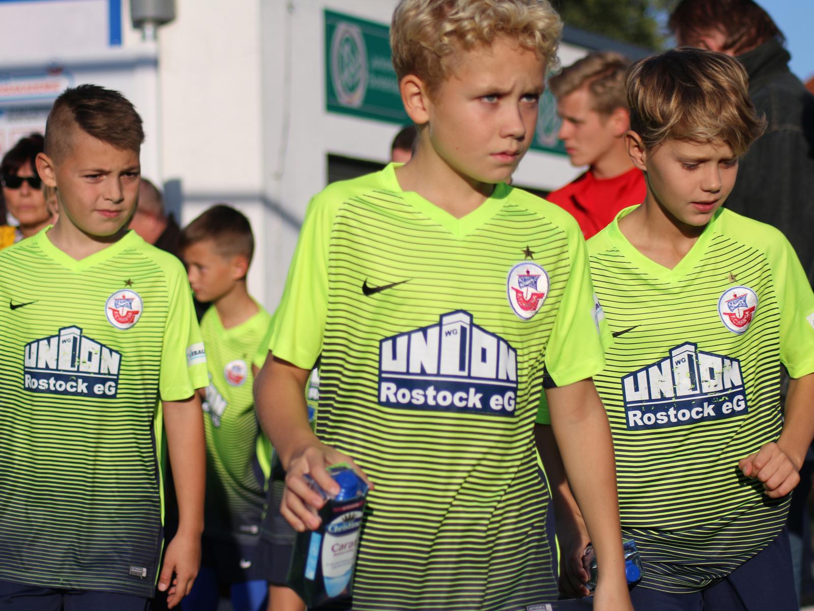 Spieler der Hansa Nachwuchsakademie vor dem Spiel