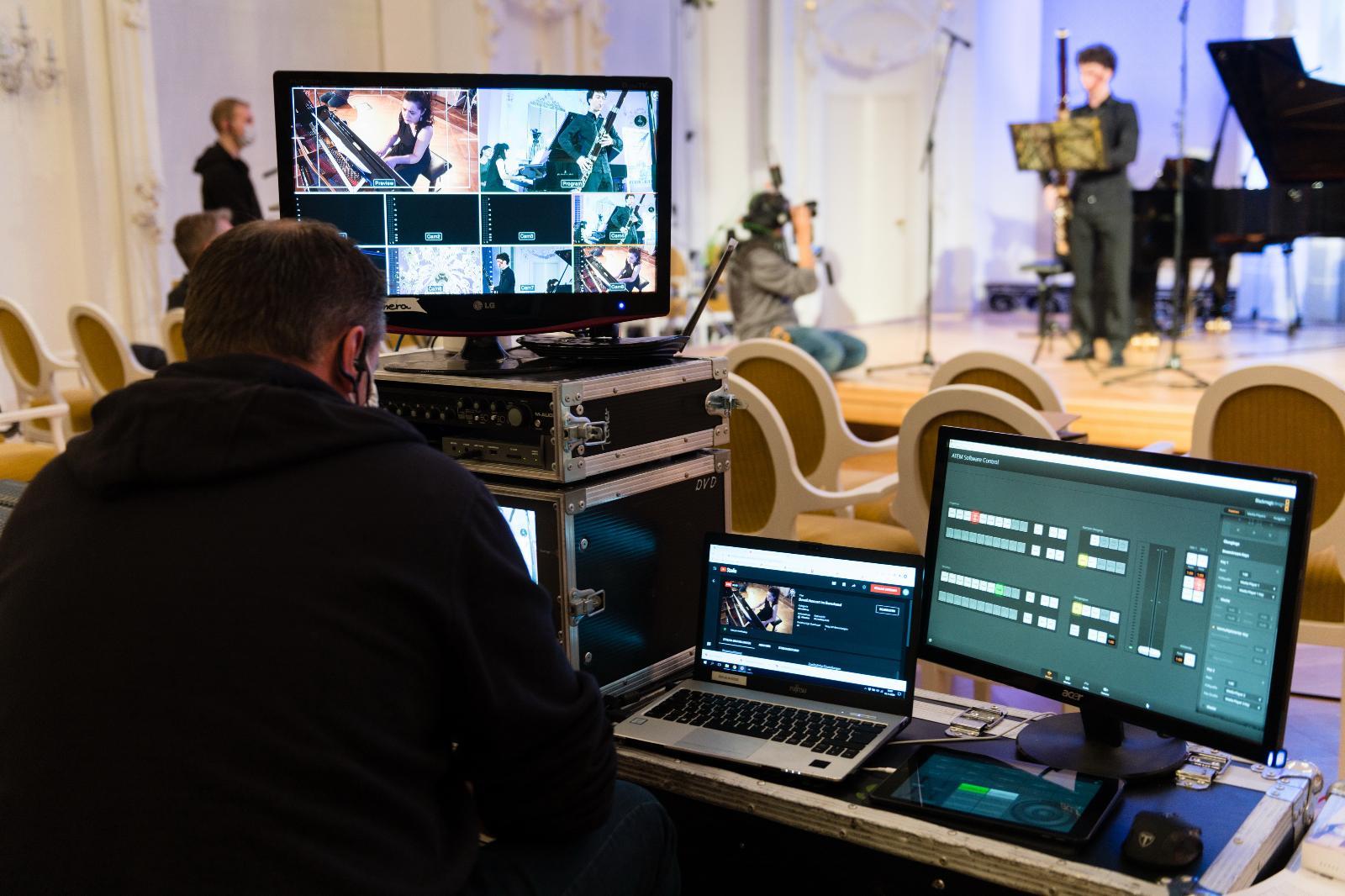 Aufwendige Technik für das beste Erlebnis an heimischen Bildschirmen. Foto: Margit Wild