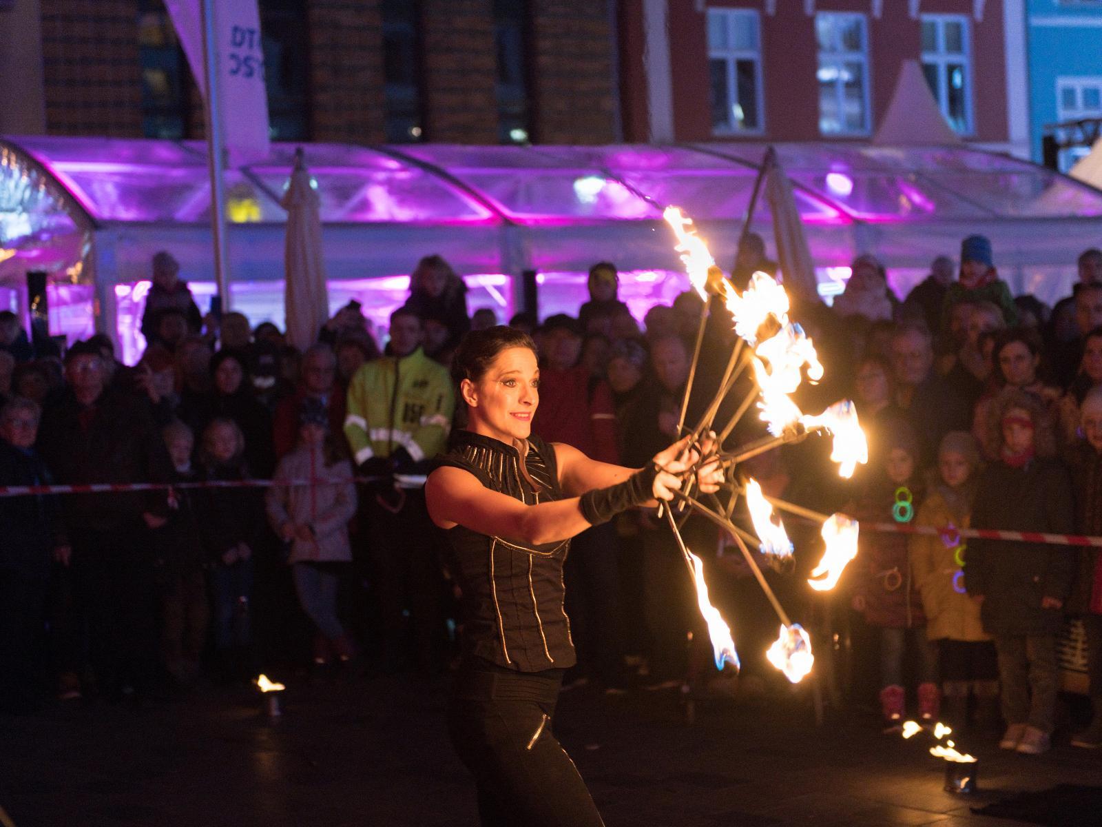 Die Feuershow mit Loops ließ das Publikum staunen