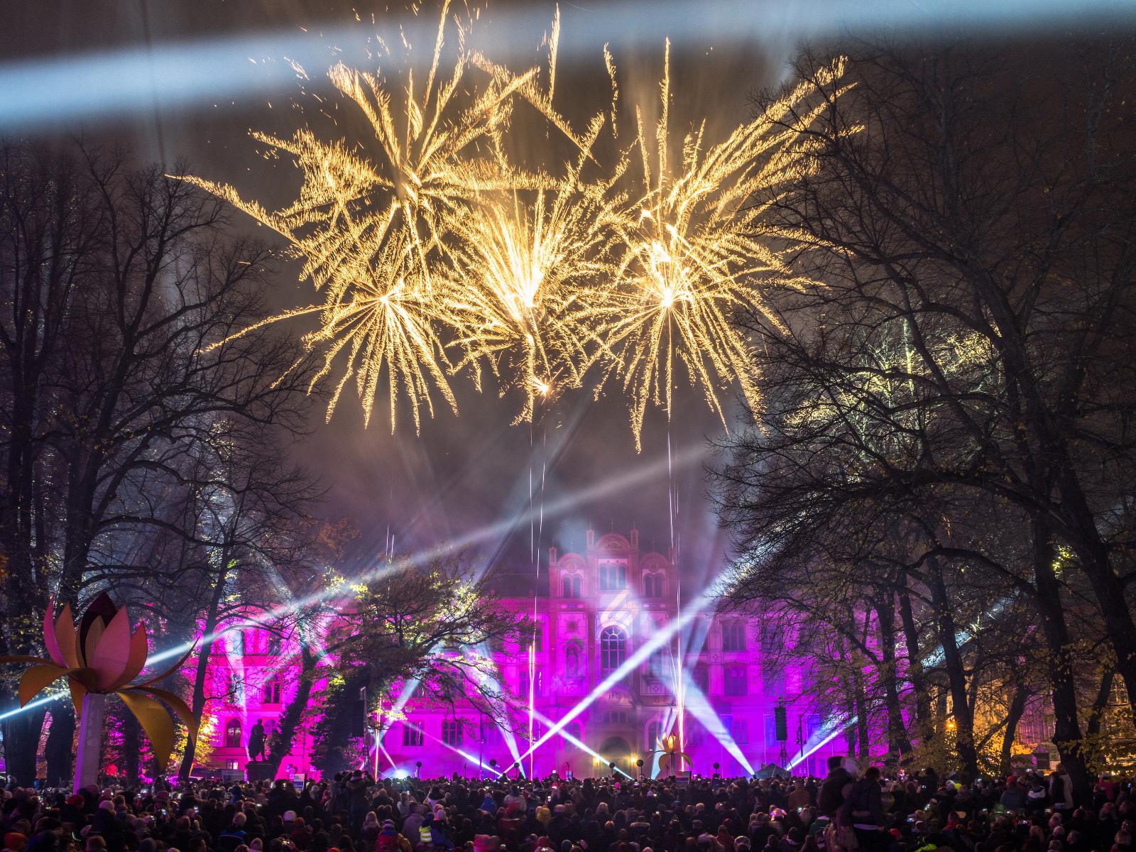 Tausende Besucher besuchten das abschließende Spektakel