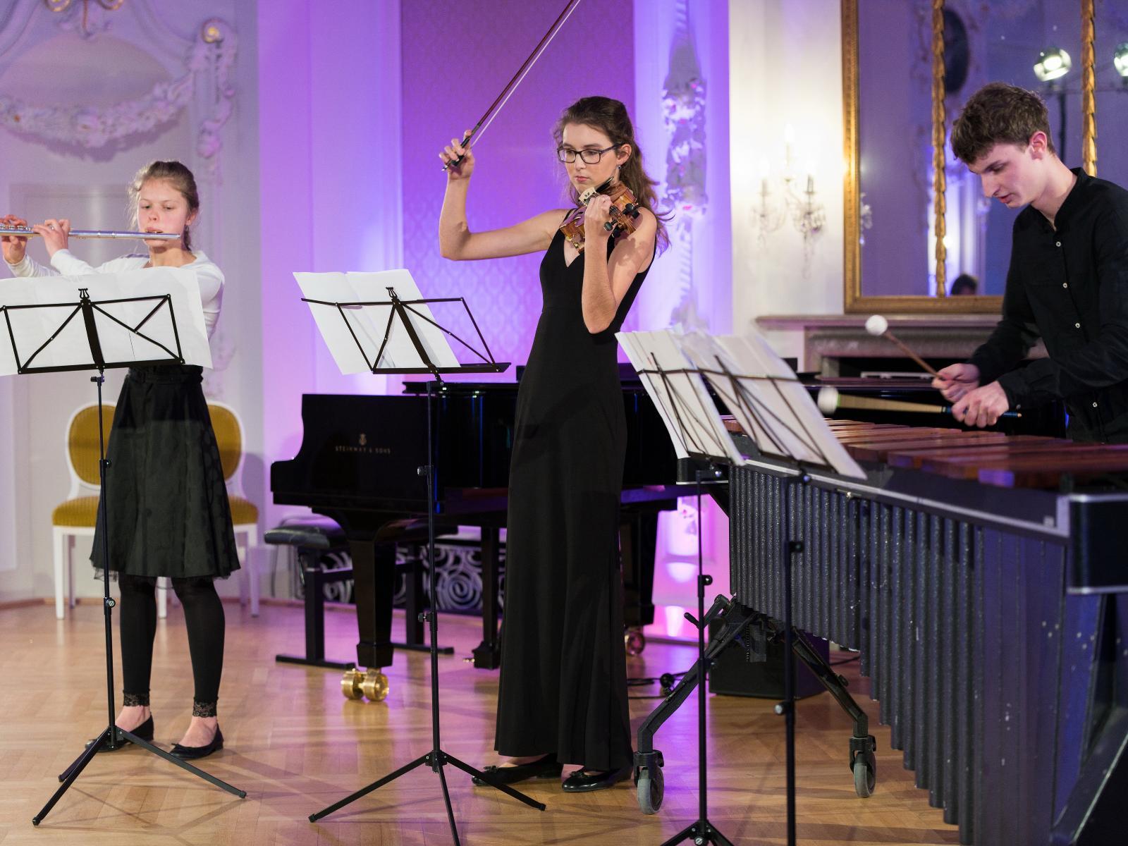 Meret Lousia Vogel, Janne-Lisabeth Pelz, Finn Hennes