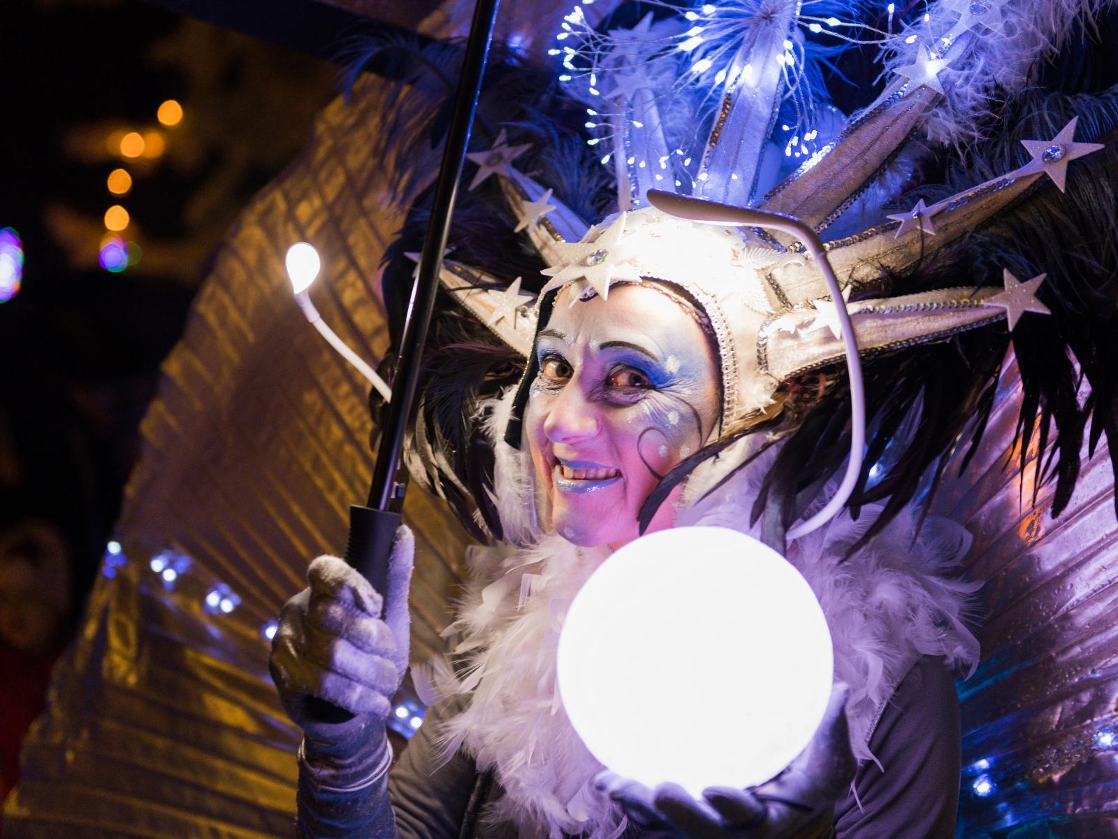 Die Schneekönigin verzaubert die Besucher der Lichtwoche