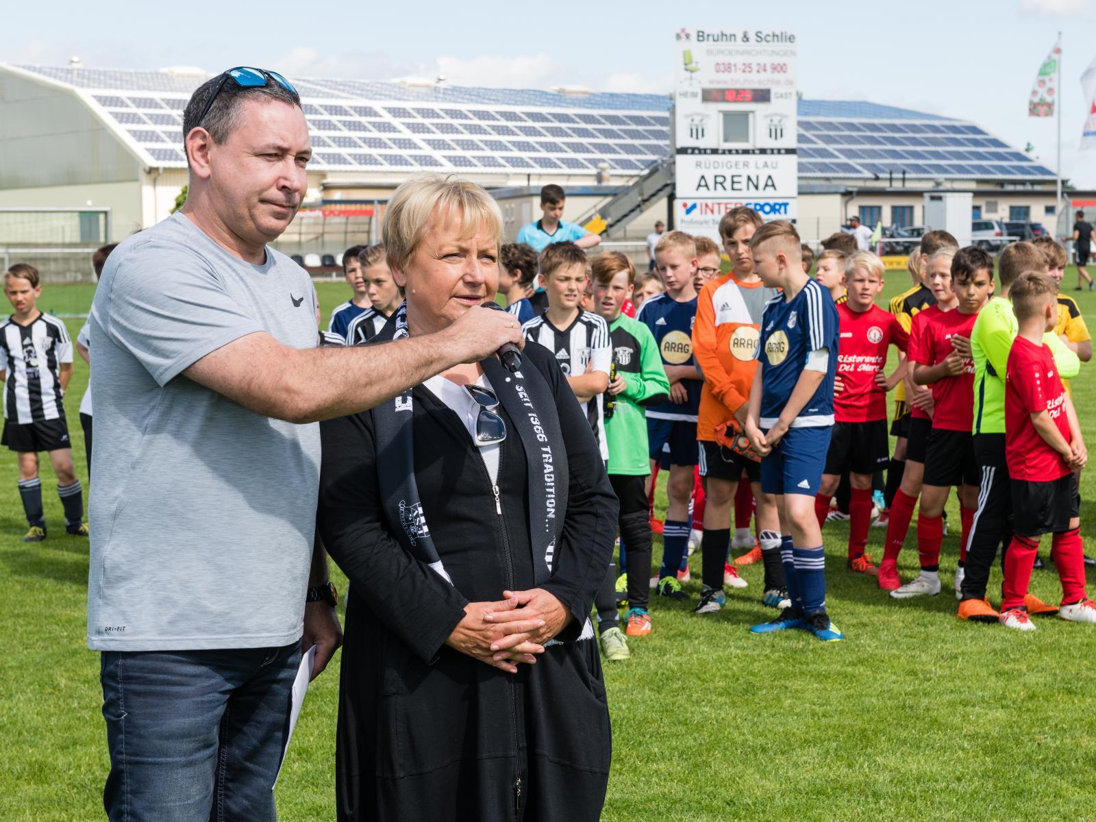 Bentwischs Bürgermeisterin Susanne Strübing eröffnete das Turnier. Foto: Margit Wild