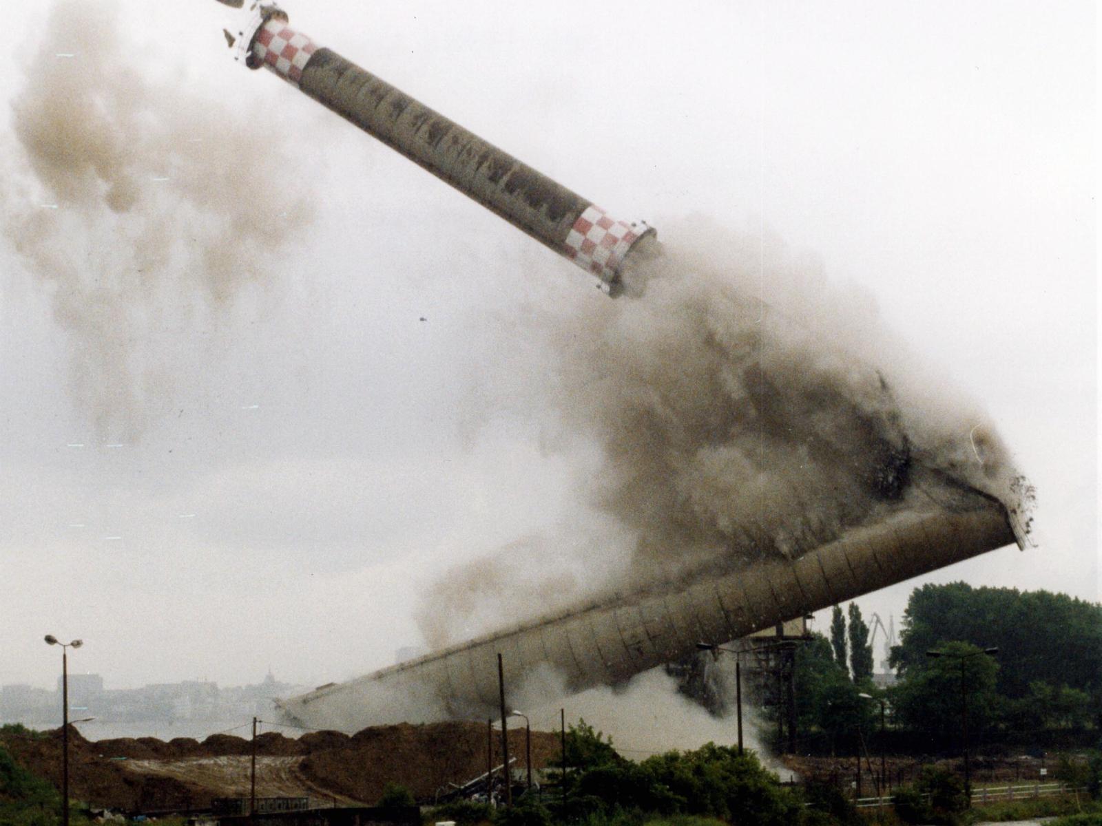 1998 - Sprengung Schornstein altes Kraftwerk